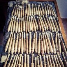 Antigüedades: 83 BOLILLOS S. XIX, MADERA OLIVO PULIDA,TALLADO Y TORNEADOS ARTESANALMENTE, VARIOS MODELOS.15 CM.. Lote 214310567