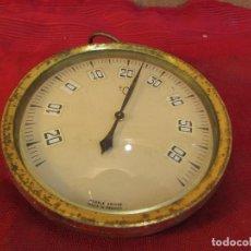 Antigüedades: TERMÓMETRO ANTIGUO PARA COLGAR. CIRCULAR. FUNCIONA. FRANCÉS. Lote 214316013