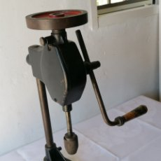 Antiquités: TALADRO MANUAL VERTICAL ANTIGUO. Lote 214467753
