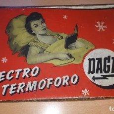 Antigüedades: MUY ANTIGUA ALMOHADILLA ELÉCTRICA DE LA CASA DAGA, PRIMER MODELO (1925-1940). TOTALMENTE NUEVA. Lote 214473583