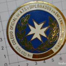 Antigüedades: VINTAGE - PLACA / INSIGNIA - COLEGIO OFICIAL DE ATS - DIPLOMADOS EN ENFERMERÍA MADRID ¡MIRA!. Lote 214673881