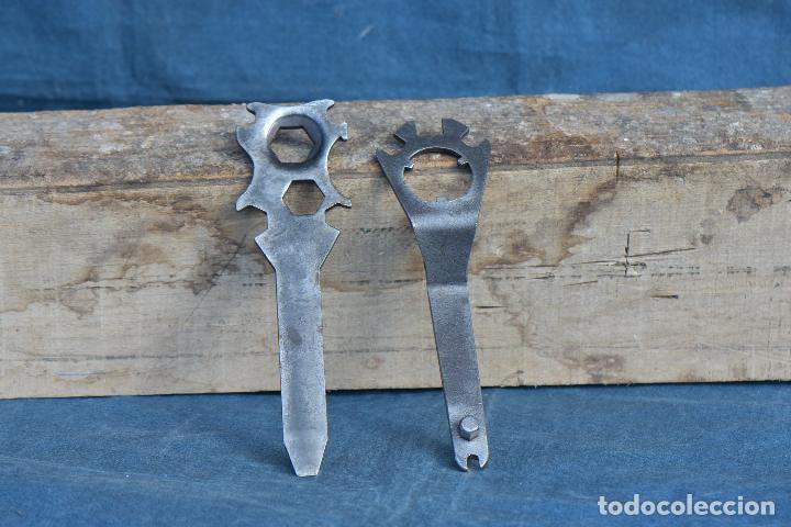 Antigüedades: LLAVES ANTIGUAS DE 20 CM DE LARGO POR 6 CM DE ANCHO - Foto 3 - 214691210
