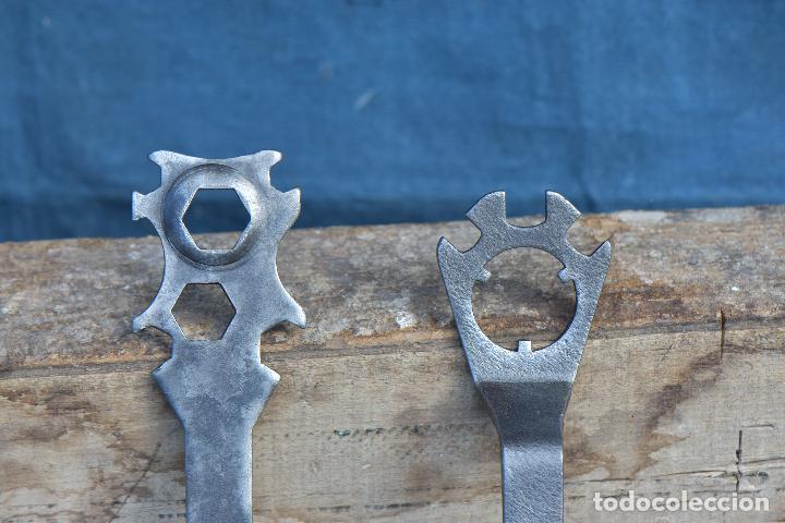 Antigüedades: LLAVES ANTIGUAS DE 20 CM DE LARGO POR 6 CM DE ANCHO - Foto 4 - 214691210