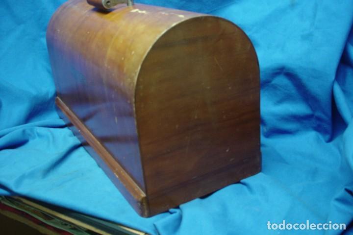 Antigüedades: ANTIGUO TAPE DE MADERA PARA MÁQUINA DE COSER SINGER - Foto 2 - 214763218
