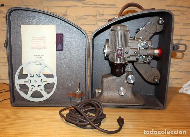 ANTIGUO PROYECTOR BELL & HOWELL DIPLOMAT - 16MM - EN SU CAJA ORIGINAL - MUY BUEN ESTADO (Antigüedades - Técnicas - Aparatos de Cine Antiguo - Proyectores Antiguos)