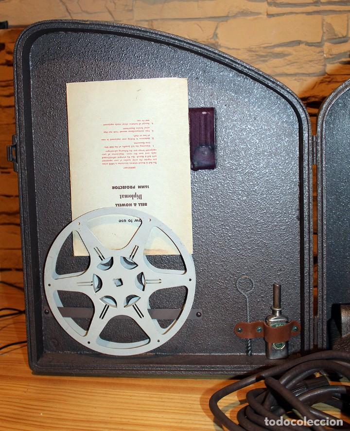 Antigüedades: ANTIGUO PROYECTOR BELL & HOWELL DIPLOMAT - 16mm - EN SU CAJA ORIGINAL - MUY BUEN ESTADO - Foto 3 - 214882676