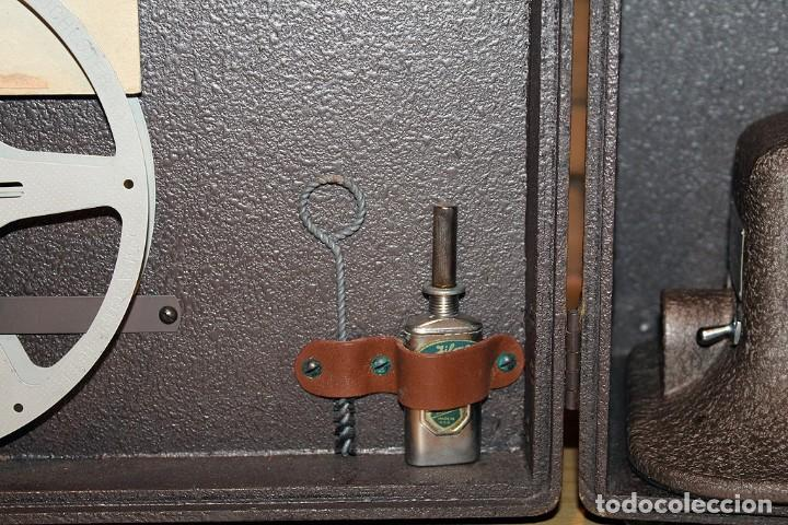 Antigüedades: ANTIGUO PROYECTOR BELL & HOWELL DIPLOMAT - 16mm - EN SU CAJA ORIGINAL - MUY BUEN ESTADO - Foto 4 - 214882676