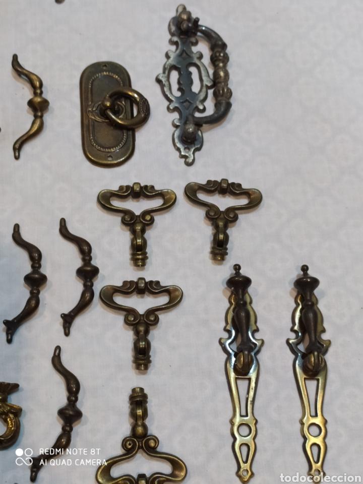 Antigüedades: Precioso lote de 39 tiradores de puertas - Foto 3 - 214946943