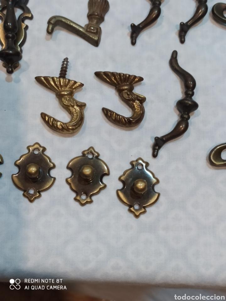 Antigüedades: Precioso lote de 39 tiradores de puertas - Foto 14 - 214946943