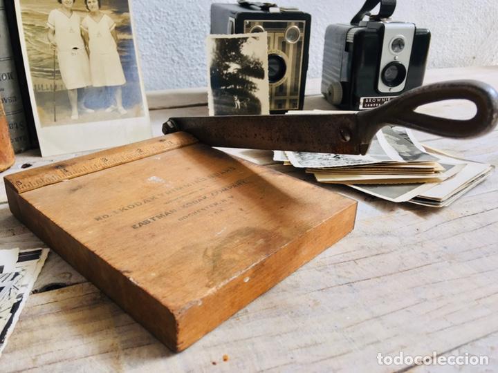 Antigüedades: CURIOSA GUILLOTINA PARA FOTOS MINI CIZALLA DE MADERA Y CUCHILLA DE HIERRO N1 KODAK TRIMMING BOARD - Foto 10 - 214960357