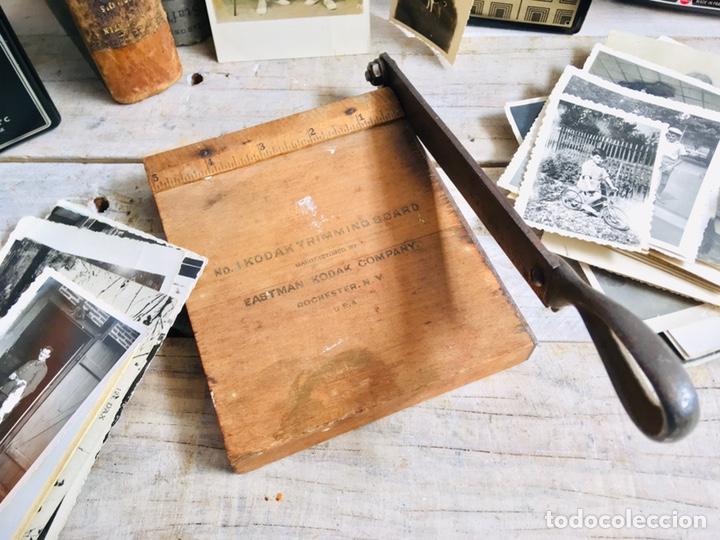 Antigüedades: CURIOSA GUILLOTINA PARA FOTOS MINI CIZALLA DE MADERA Y CUCHILLA DE HIERRO N1 KODAK TRIMMING BOARD - Foto 11 - 214960357