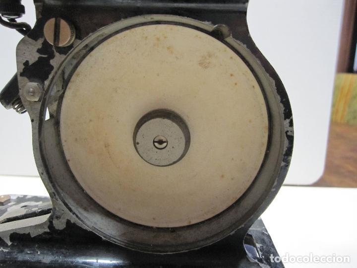Antigüedades: ANTIGUO PROYECTOR PATHÉ BABY. HACIA 1920. 33 X 20 X 11 CM - Foto 17 - 215023808