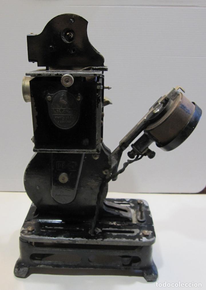ANTIGUO PROYECTOR PATHÉ BABY. HACIA 1920. 33 X 20 X 11 CM (Antigüedades - Técnicas - Aparatos de Cine Antiguo - Proyectores Antiguos)