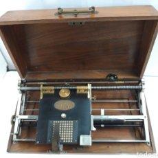 Antigüedades: MAQUINA DE ESCRIBIR, TYPEWRITER, SCHREIBMASCHINEN, MACHINE Á ÉCRIRE HALL SALEM MASS 1881.. Lote 215029817