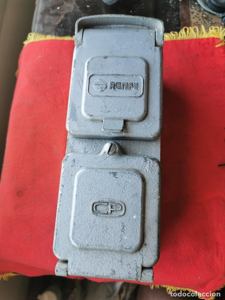 ENCHUFE DOBLE ELECTRICIDAD-TELEFONO. RENFE, AÑOS 70-80 (Antigüedades - Técnicas - Herramientas Profesionales - Electricidad)