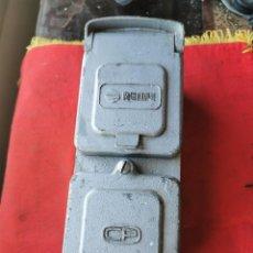 Antigüedades: ENCHUFE DOBLE ELECTRICIDAD-TELEFONO. RENFE, AÑOS 70-80. Lote 215136265