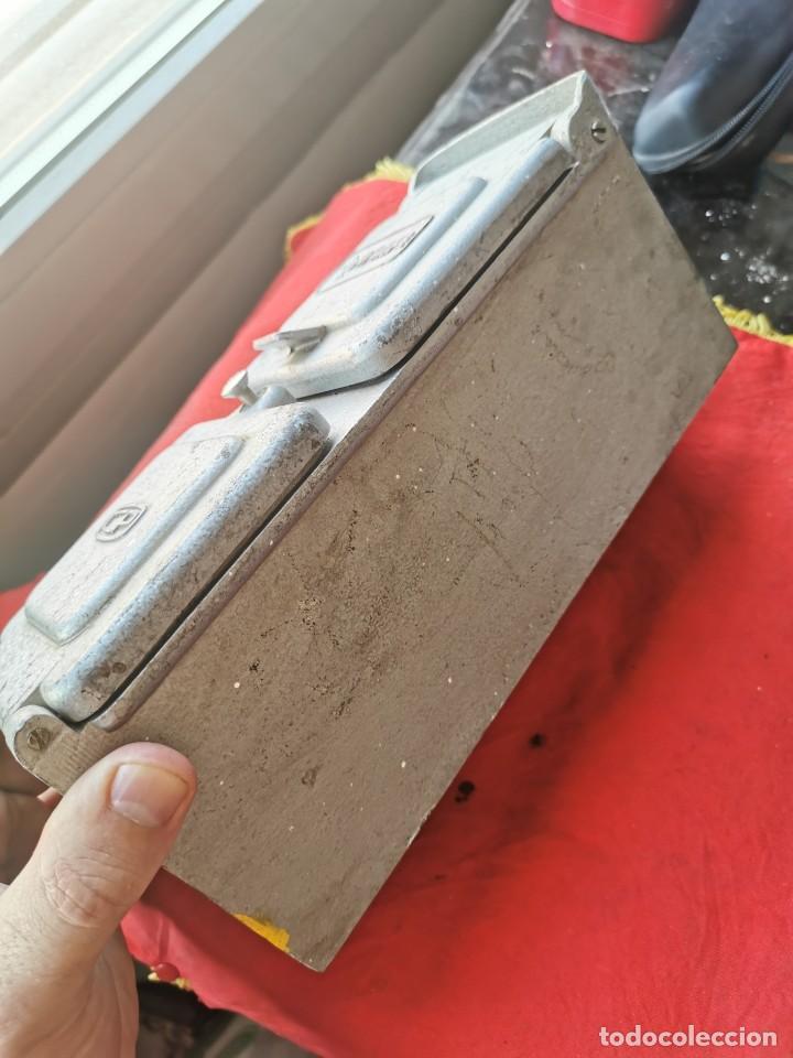 Antigüedades: Enchufe doble electricidad-telefono. RENFE, años 70-80 - Foto 2 - 215136265