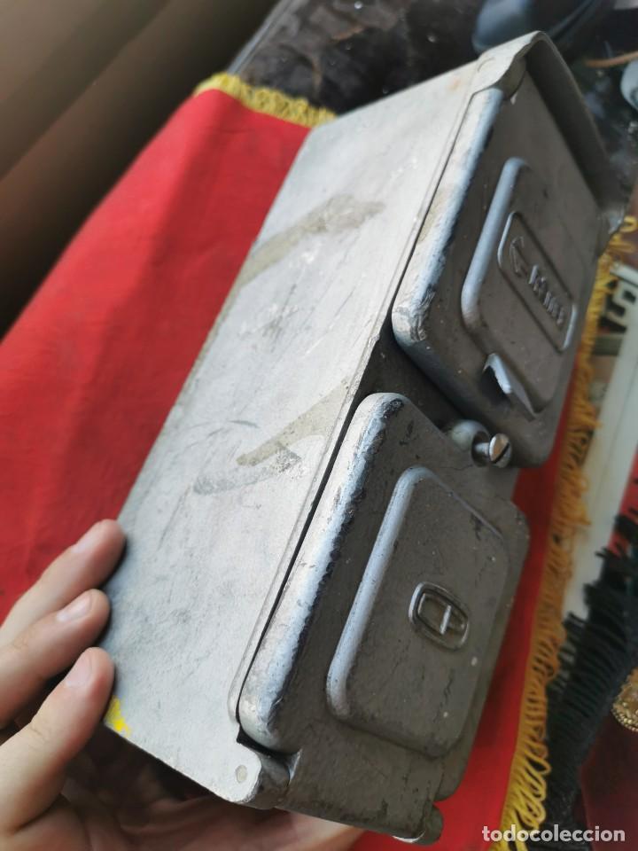 Antigüedades: Enchufe doble electricidad-telefono. RENFE, años 70-80 - Foto 3 - 215136265