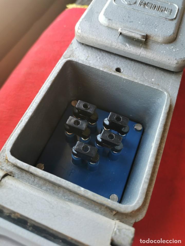 Antigüedades: Enchufe doble electricidad-telefono. RENFE, años 70-80 - Foto 4 - 215136265