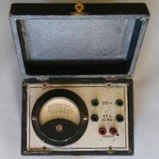 Antigüedades: ANTIGUO MEDIDOR DE CORRIENTE ELÉCTRICA - EN CAJA DE 15 CM X 10 CM X 6 CM CON CIERRE. - PJRB. Lote 215187796
