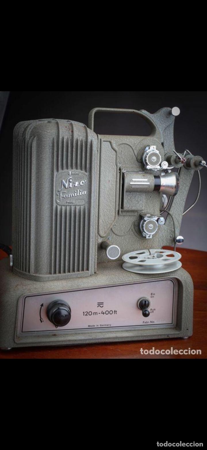 Antigüedades: Proyector Nizo Familia 8mm incluye caja y bombilla de repuesto - Foto 3 - 215303211