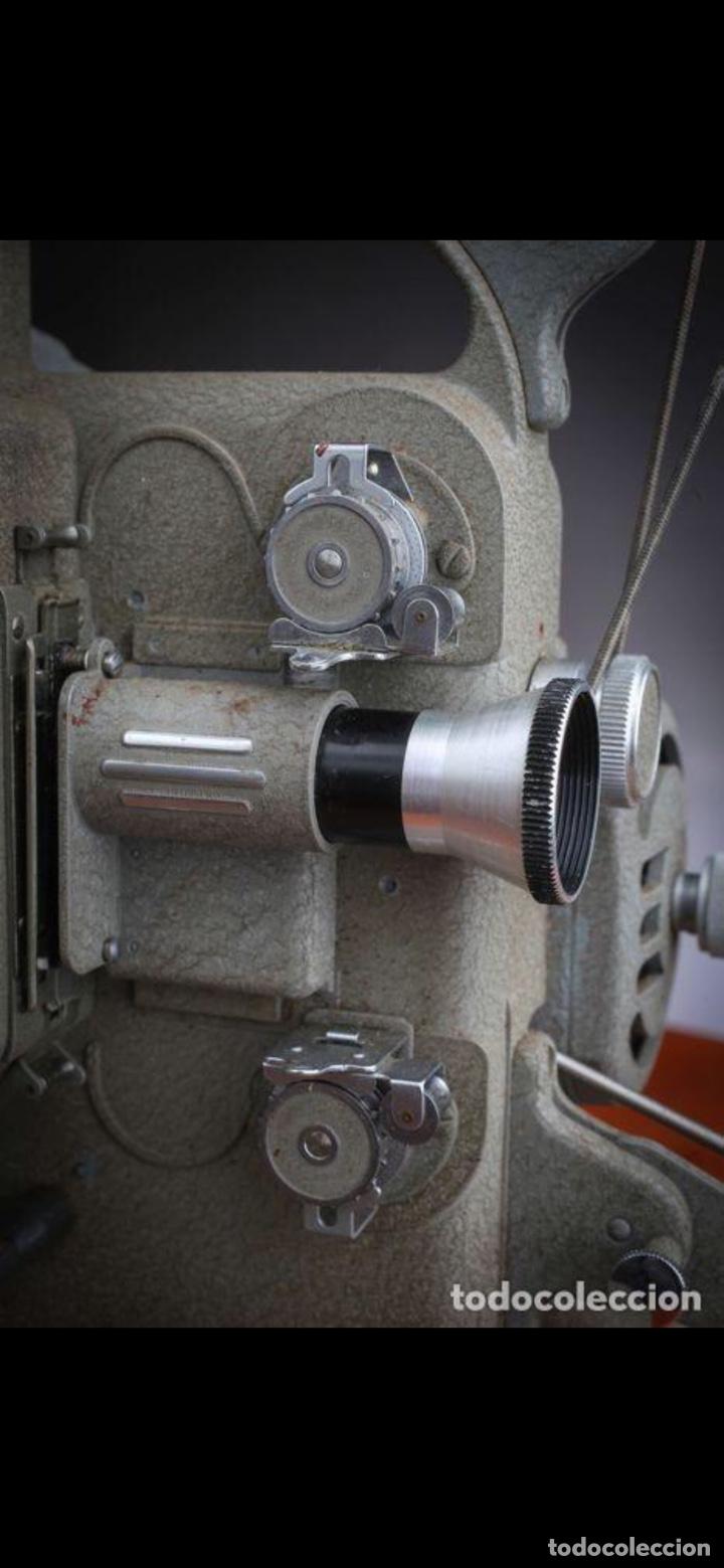 Antigüedades: Proyector Nizo Familia 8mm incluye caja y bombilla de repuesto - Foto 4 - 215303211