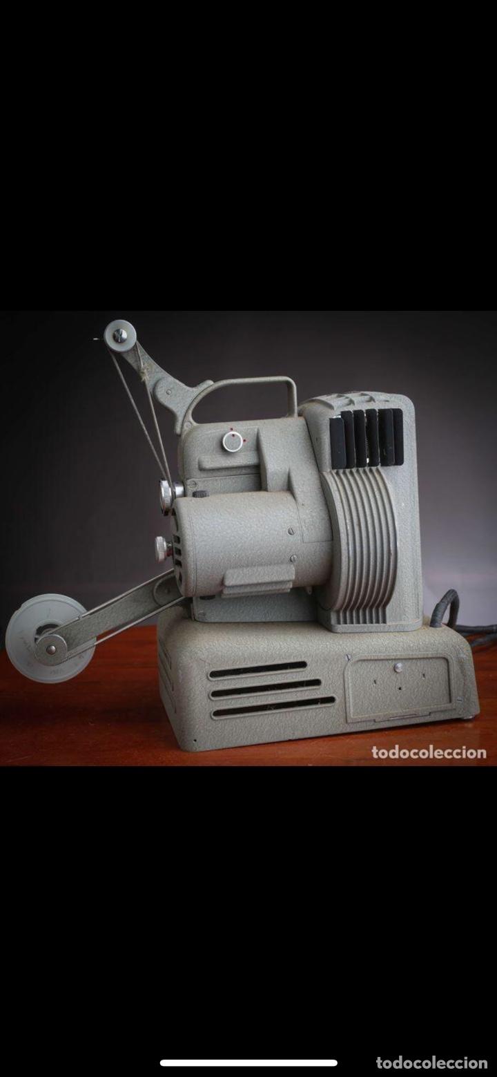 Antigüedades: Proyector Nizo Familia 8mm incluye caja y bombilla de repuesto - Foto 6 - 215303211