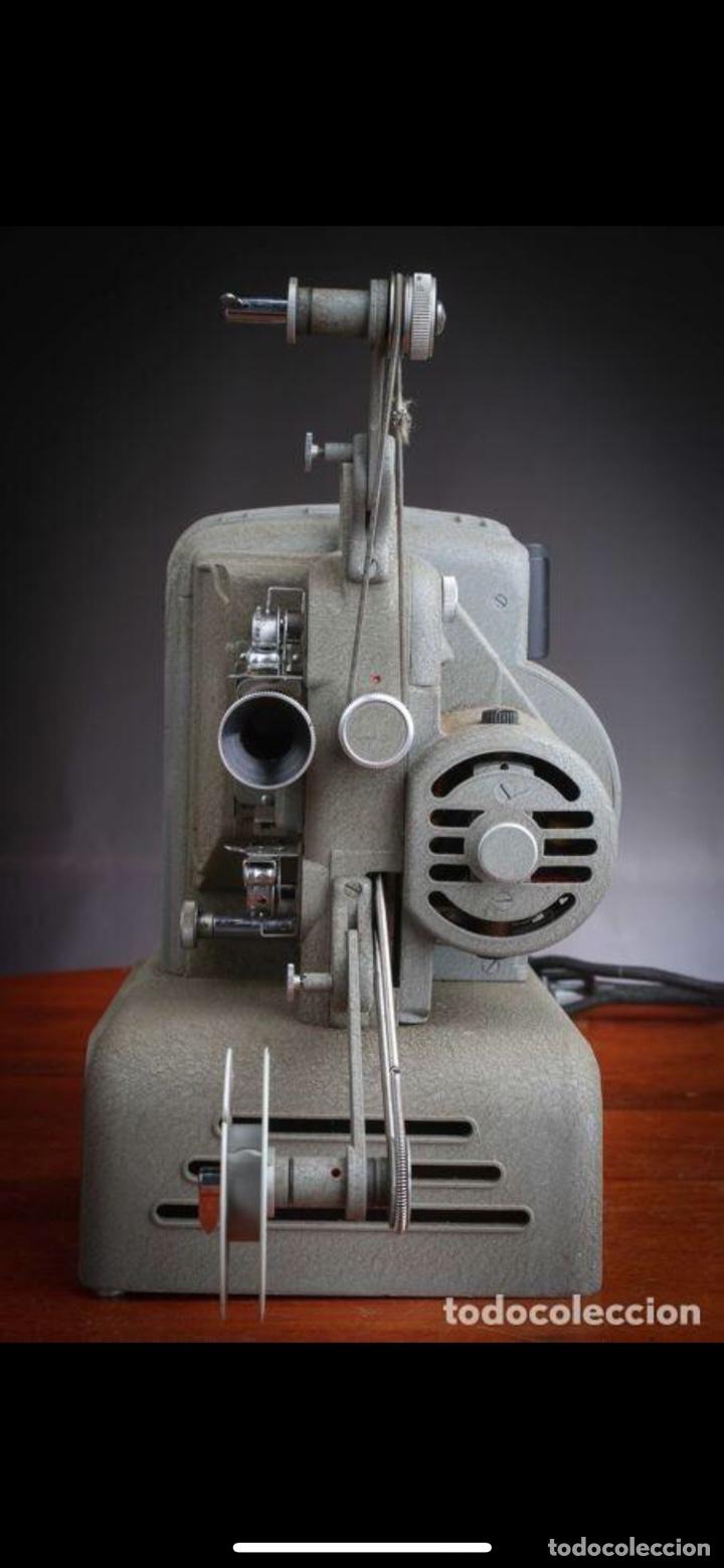 Antigüedades: Proyector Nizo Familia 8mm incluye caja y bombilla de repuesto - Foto 7 - 215303211