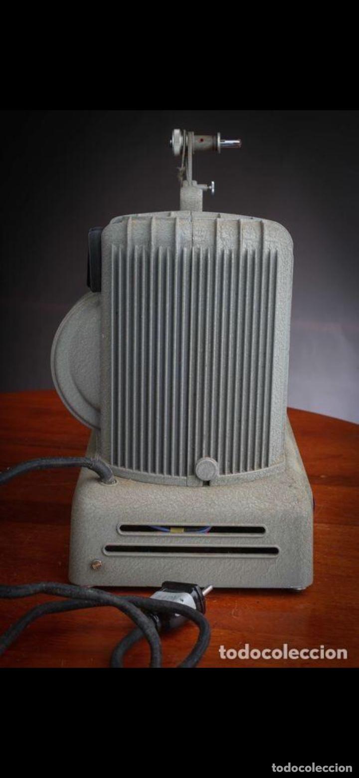 Antigüedades: Proyector Nizo Familia 8mm incluye caja y bombilla de repuesto - Foto 18 - 215303211