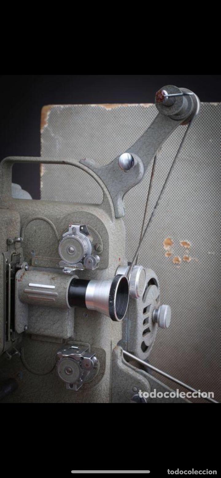 Antigüedades: Proyector Nizo Familia 8mm incluye caja y bombilla de repuesto - Foto 26 - 215303211