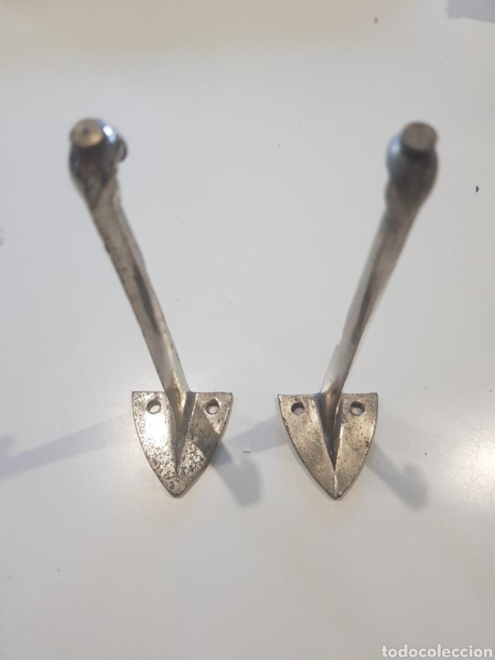 Antigüedades: Lote 2 soportes para estanterías ,metal esmaltado , años 1930-40 - Foto 2 - 215374061