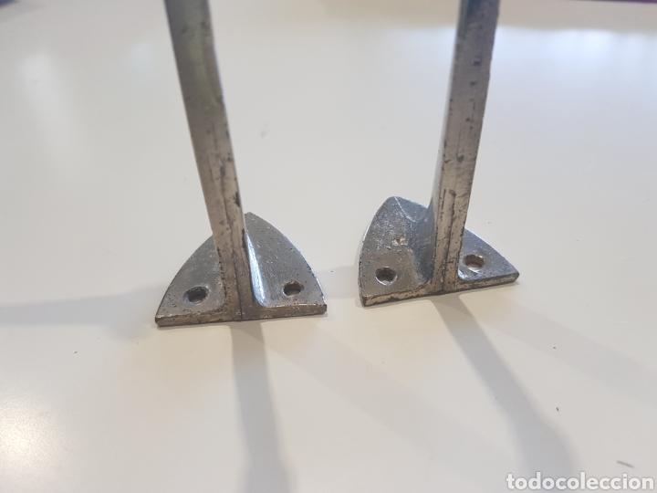 Antigüedades: Lote 2 soportes para estanterías ,metal esmaltado , años 1930-40 - Foto 3 - 215374061