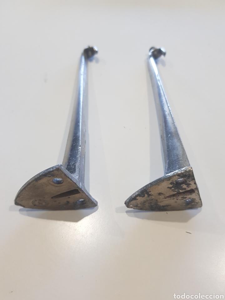Antigüedades: Lote 2 soportes para estanterías ,metal esmaltado , años 1930-40 - Foto 4 - 215374061