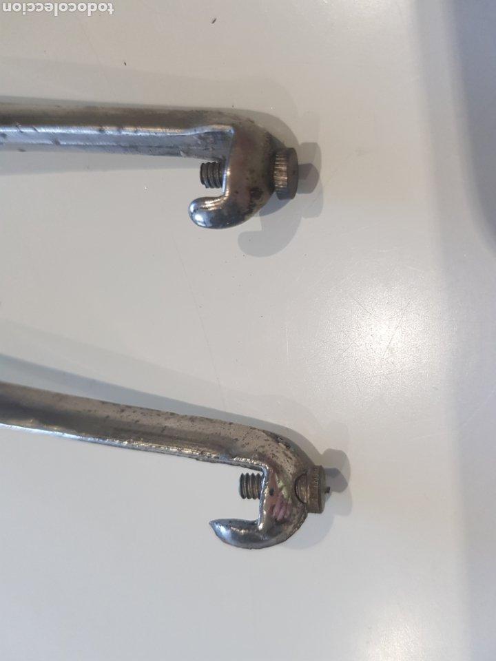 Antigüedades: Lote 2 soportes para estanterías ,metal esmaltado , años 1930-40 - Foto 5 - 215374061