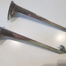 Antigüedades: LOTE 2 SOPORTES PARA ESTANTERÍAS ,METAL ESMALTADO , AÑOS 1930-40. Lote 215374061