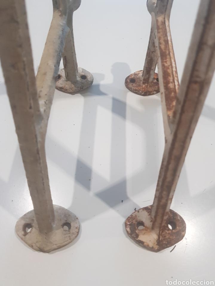 Antigüedades: Lote 2 soportes para estanterías de hierro fundido , años 1930-40 - Foto 2 - 215384393