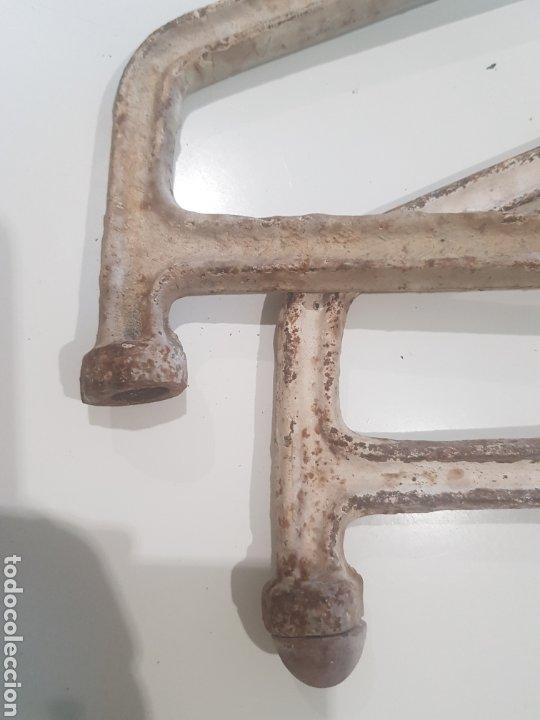 Antigüedades: Lote 2 soportes para estanterías de hierro fundido , años 1930-40 - Foto 4 - 215384393