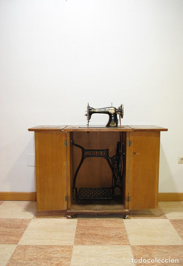 MÁQUINA DE COSER SINGER CON MUEBLE (Antigüedades - Técnicas - Máquinas de Coser Antiguas - Singer)