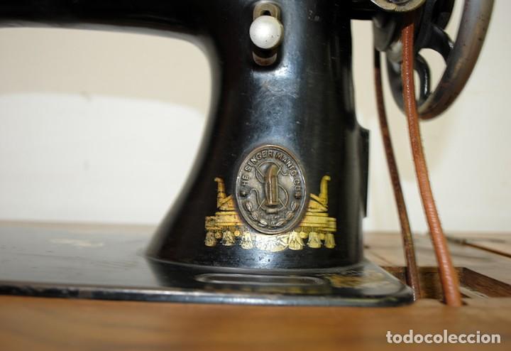 Antigüedades: MÁQUINA DE COSER SINGER CON MUEBLE - Foto 4 - 215454771