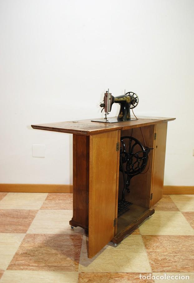 Antigüedades: MÁQUINA DE COSER SINGER CON MUEBLE - Foto 5 - 215454771