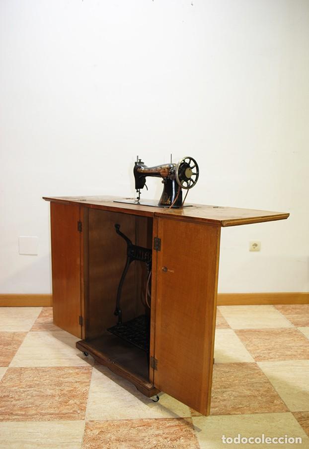 Antigüedades: MÁQUINA DE COSER SINGER CON MUEBLE - Foto 6 - 215454771