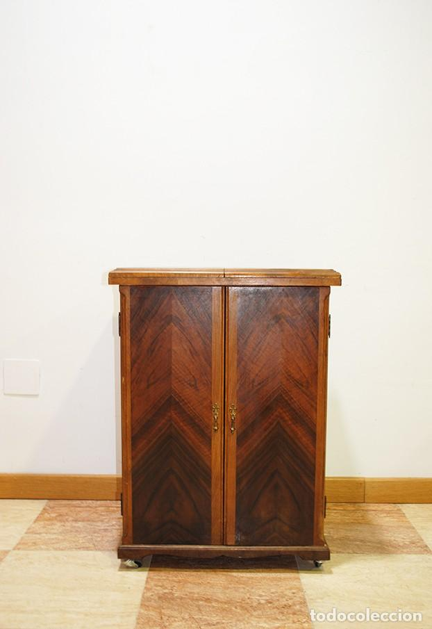 Antigüedades: MÁQUINA DE COSER SINGER CON MUEBLE - Foto 7 - 215454771