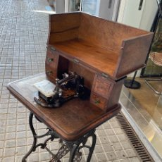 Antigüedades: ANTIGUA MAQUINA DE COSER AURORA DE ESCUDER DEL AÑO 1862. Lote 215612507