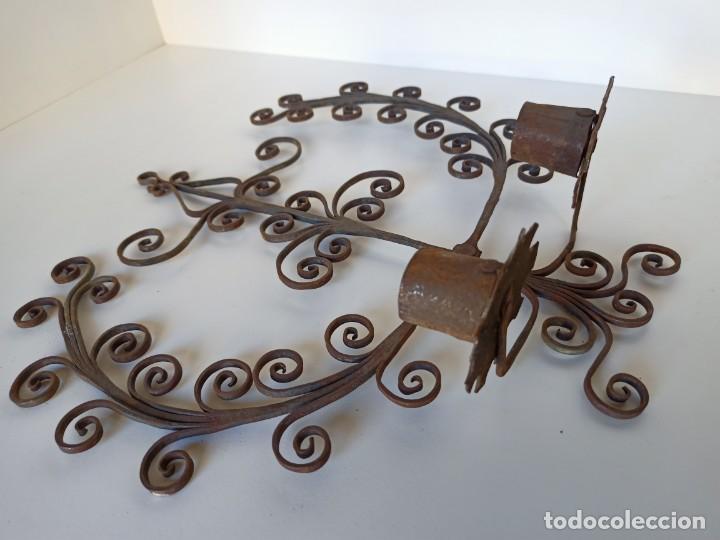 Antigüedades: Antiguo portavelas espetera en forja - Foto 2 - 215764443