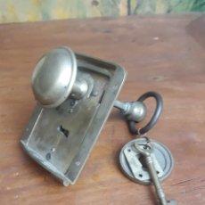 Antigüedades: ANTIGUO BOMBIN CERRADURA. Lote 215955583