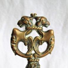 Antigüedades: CERRADURA EN BRONCE CON BONITA LLAVE ART NOUVEAU FUNCIONANDO CON TODOS LOS APLIQUES.. Lote 215982321