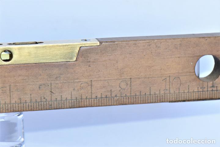 Antigüedades: NIVEL SIN MARCA CON SUS BURBUJAS DE 30 CM DE LARGO, 4 DE ALTO Y 1,2 CM DE ANCHO EN CMS Y PULGADAS - Foto 3 - 216001643