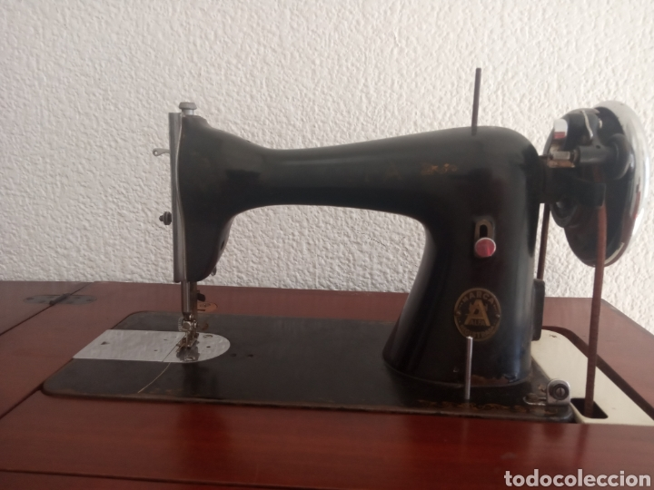 MAQUINA DE COSER Y MUEBLE ALFA (Antigüedades - Técnicas - Máquinas de Coser Antiguas - Alfa)