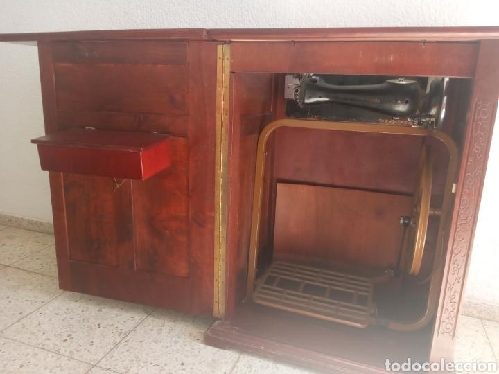 Antigüedades: Maquina de coser y mueble Alfa - Foto 13 - 216471815