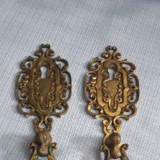 Antigüedades: EMBELLECEDORES BOCALLAVE CON TIRADOR (2). Lote 216496937